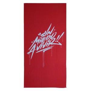 toalla roja letras blancas